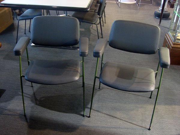 2 fauteuils cm197 pierre paulin occasion 2 fauteuils cm197 pietement en acier laqu assise et. Black Bedroom Furniture Sets. Home Design Ideas