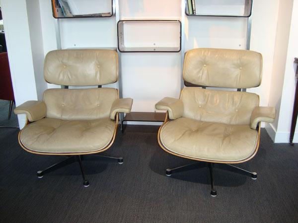 lounge chair charles eames occasion deux lounge chairs de charles eames trois coques en. Black Bedroom Furniture Sets. Home Design Ideas