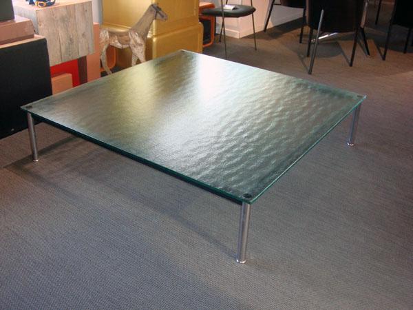 table basse lc10 le corbusier occasion table basse avec un plateau en verre grain pieds en. Black Bedroom Furniture Sets. Home Design Ideas