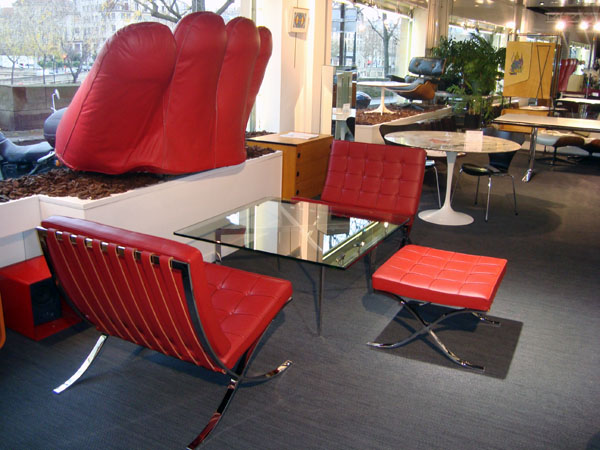 si ges barcelona et table basse mies van der rohe occasion 2 chauffeuses et un repose pieds. Black Bedroom Furniture Sets. Home Design Ideas