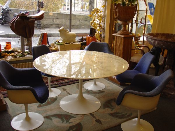 Knoll Table et chaises Tulipe occasion, en vente Ile Saint Louis - Paris