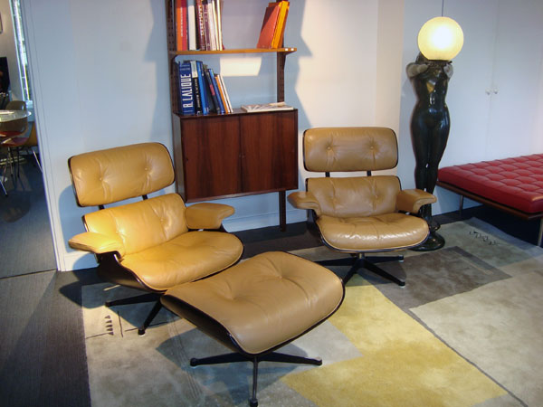 2 lounge chairs et 1 ottoman charles eames a93326 occasion 2 lounge chairs et 1 ottoman trois. Black Bedroom Furniture Sets. Home Design Ideas