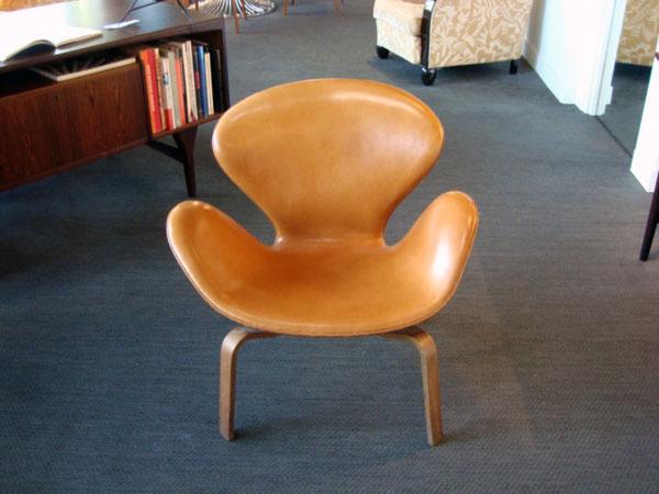 Fauteuil swan arne jacobsen occasion fauteuil swan avec pied en bois dossier - Fauteuil design occasion ...