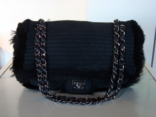 a1f106a17e0 Sac nubuck noir Chanel occasion Sac Chanel en nubuck noir et ...