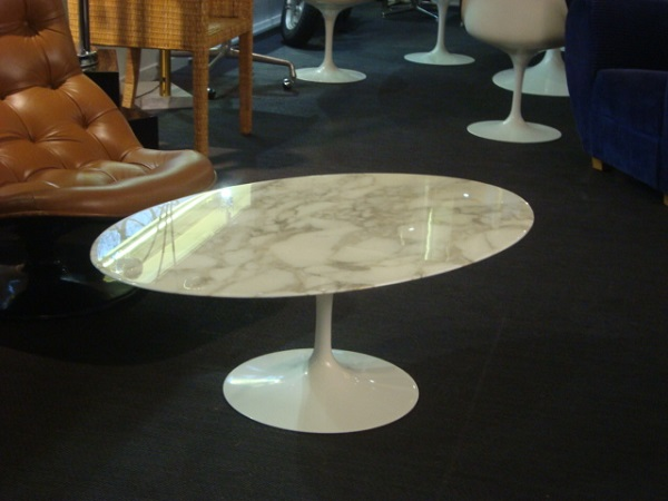 Table Basse Tulipe Eero Saarinen Occasion Table Basse Tulipe Ovale De Eero Saarinen Plateau En: table basse saarinen