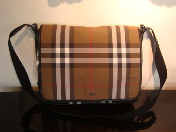 Burberry Sac Messenger occasion, en vente Ile Saint Louis - Paris