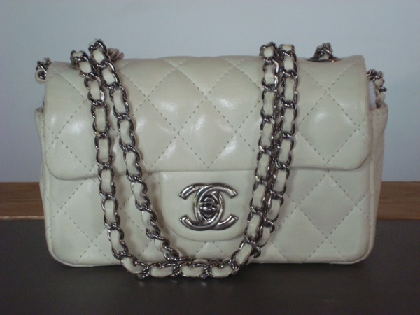 Chanel Mini Sac Chanel cuir blanc 14 cm occasion, en vente Ile Saint Louis - e32196d3e3a