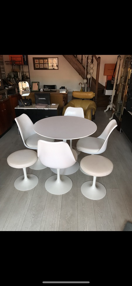 Knoll  Chaises tulipe Tabourets et table Eero Saarinen   occasion, en vente Ile Saint Louis - Paris